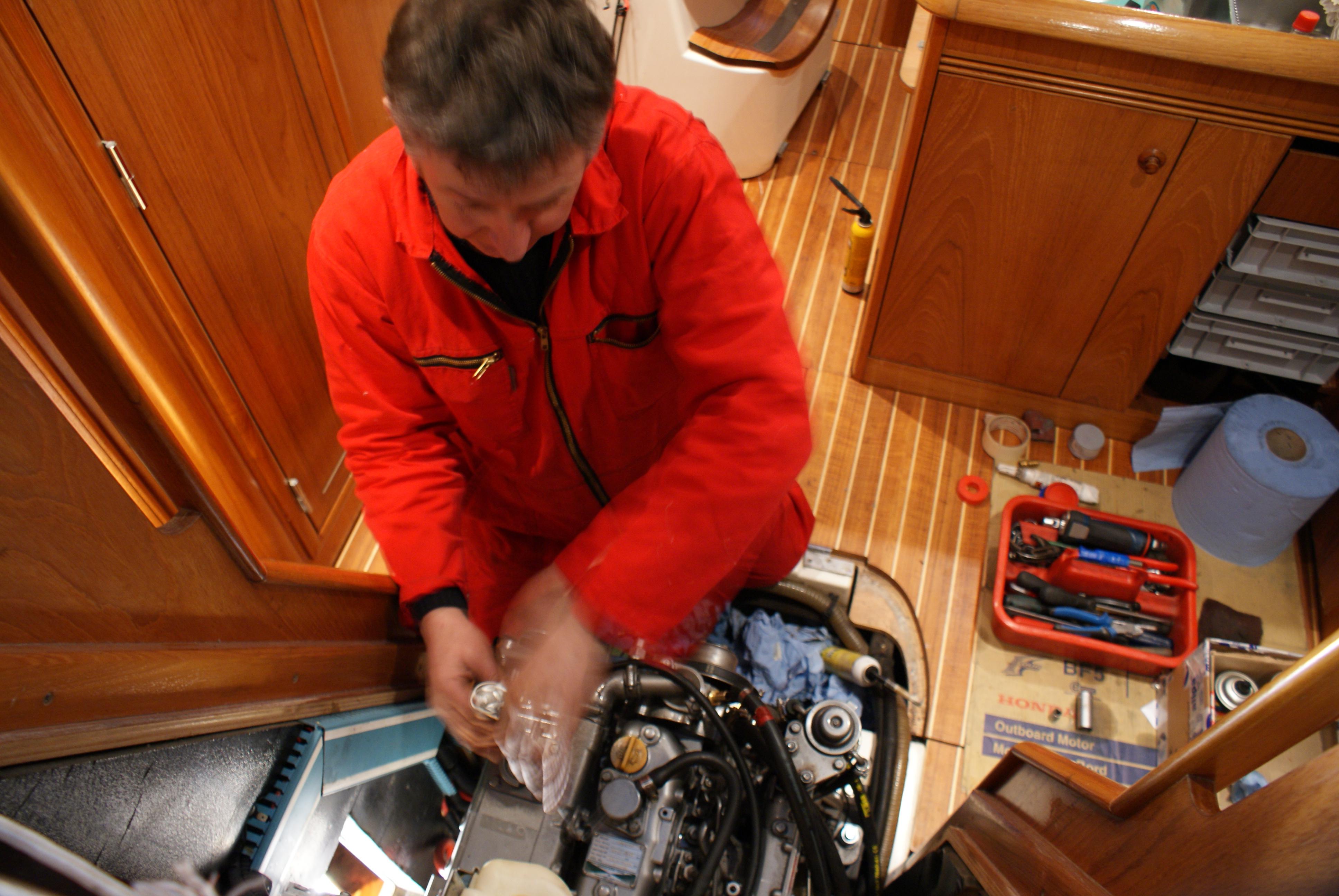 Einbau service und inspektion von schiffsmotoren for Buro service